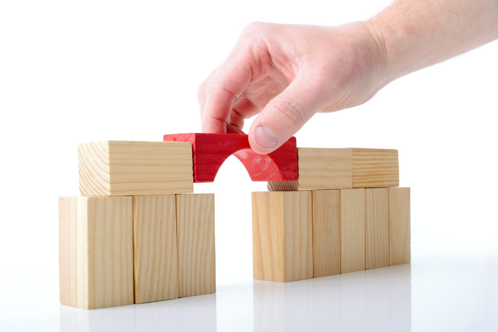 Costruzione di ponti,creare punti di collegamento tra esigenze e impossibilità